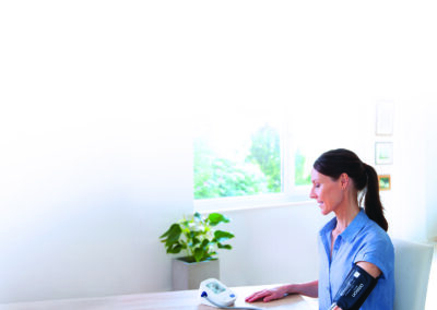 Pourquoi dois-je mesurer et enregistrer ma tension artérielle à la maison ?