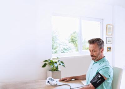 Est-il préférable de mesurer votre tension artérielle au niveau du haut du bras ou du poignet ?